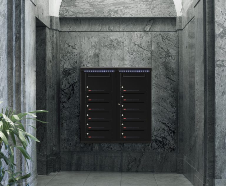 Miljøbilde av systempostkasser i trappeoppgang